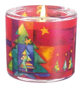 Glaswindlicht Weihnachten. Fest des Lichts, der Freude und des Friedens