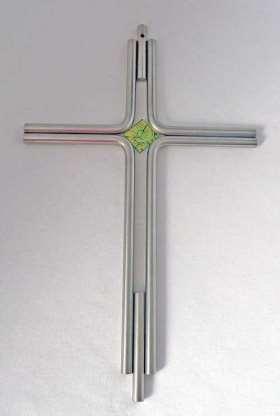 Handgefertigtes Edelstahlkreuz. mit grünem Glasstein